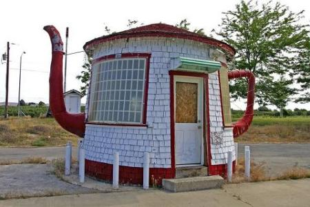 teapot-dome-gas-station-zillah-wa-usa1