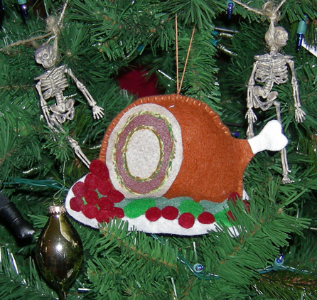 turducken-ornament-action-shot
