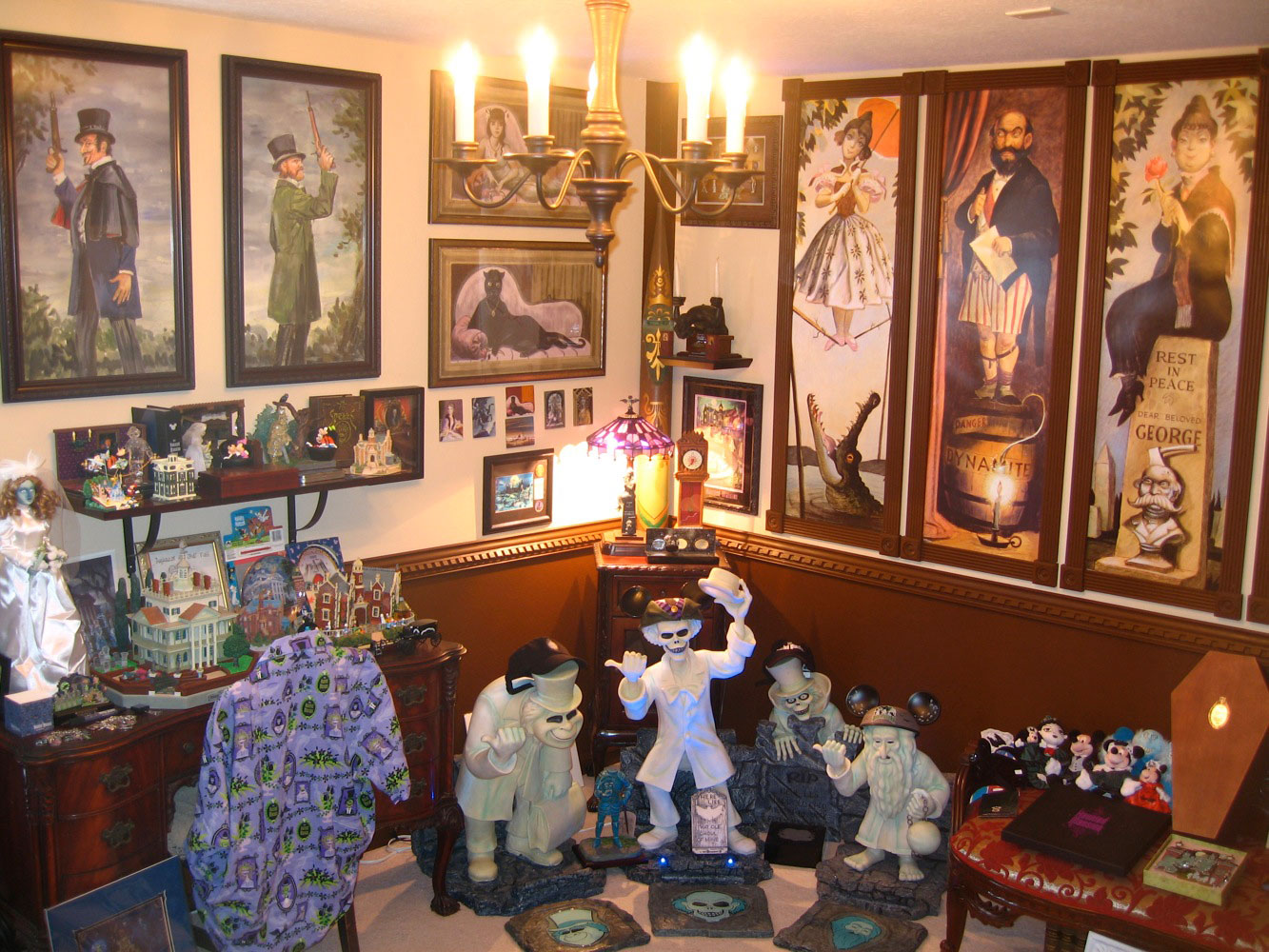 Would you stay in a Haunted Mansion themed hotel room ...  Haunted Mansion Themed Bedroom