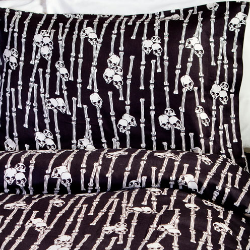 Halloween Countdown: Skull Sheets and Bedding | SheWalksSoftly