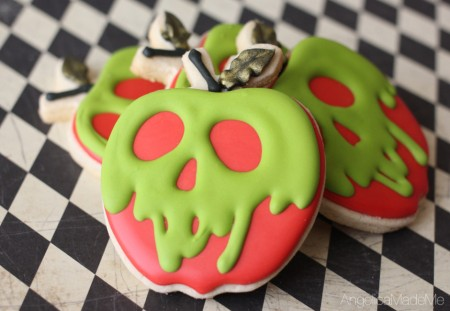 Poison-Apple-Sugar-Cookies-03-940x650